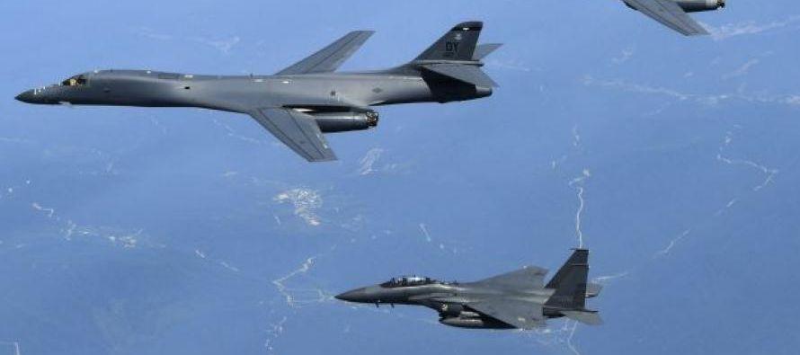 El bombardero, de base aérea Andersen de la isla de Guam, realizó ejercicios de...