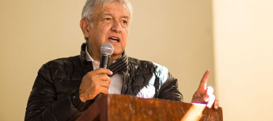 El líder izquierdista Andrés Manuel López Obrador, primero en la...