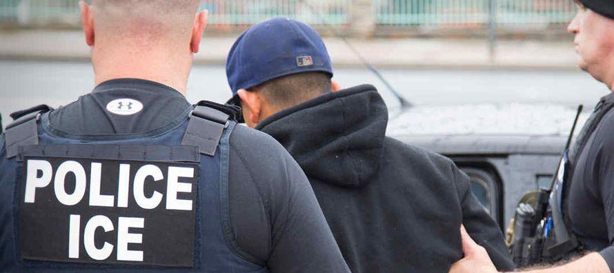 """""""La cantidad de personas que están siendo deportadas, y los relatos que ofrecen, deja..."""