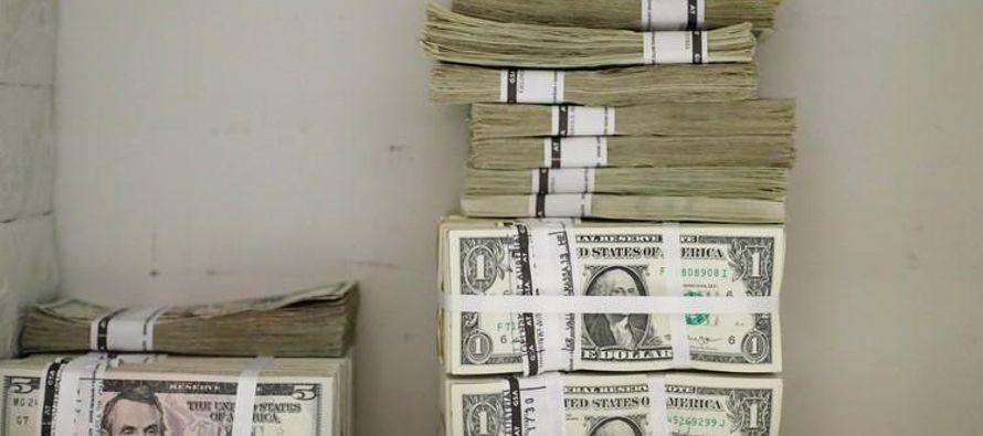 Los movimientos del bitcoin opacaron nuevamente los de las divisas regulares, pues la criptomoneda...