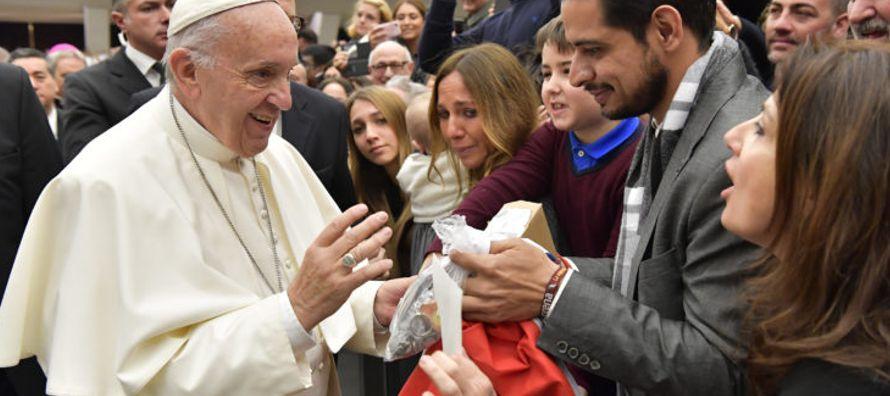 """""""Queridos jóvenes, pongan por encima de todo la búsqueda de Dios y su amor;..."""