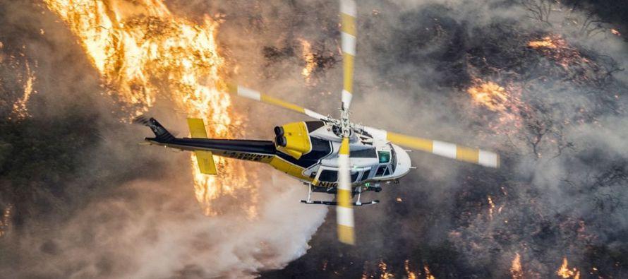 Igualmente, otros tres incendios en el condado de Los Ángeles avanzan con fuerza impulsados...