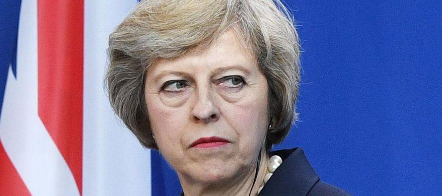 La jefa de Gobierno británica subrayó en un comunicado que el Reino Unido mantiene...