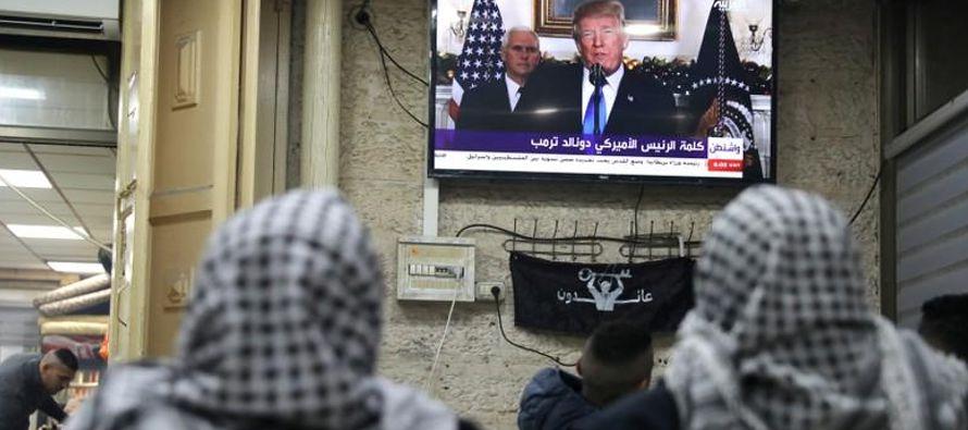 El presidente palestino, Mahmoud Abbas, en un discurso pregrabado, dijo que Jerusalén era la...