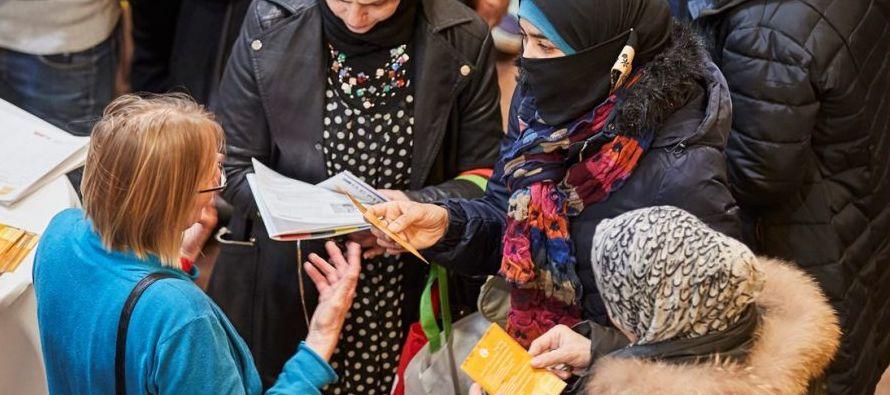 El 36 % de las peticiones de asilo fueron rechazadas y en el 25 % de los casos se cerraron los...