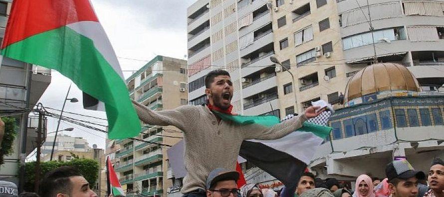 Por su parte, el presidente palestino le comunicó al monarca jordano que ha mantenido...