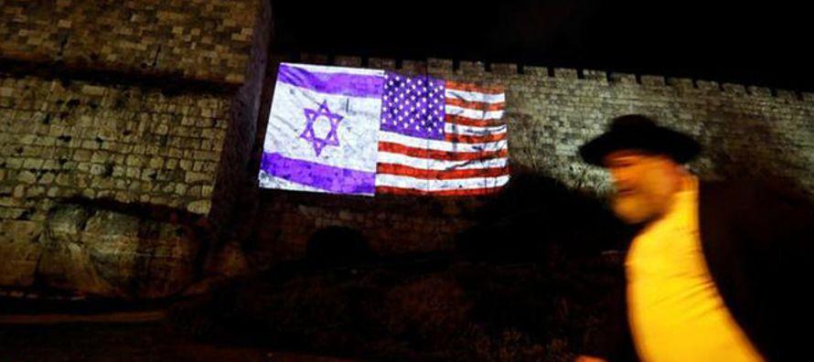 En 1995 el Congreso de EU instó al presidente a reconocer la capitalidad de Jerusalén...