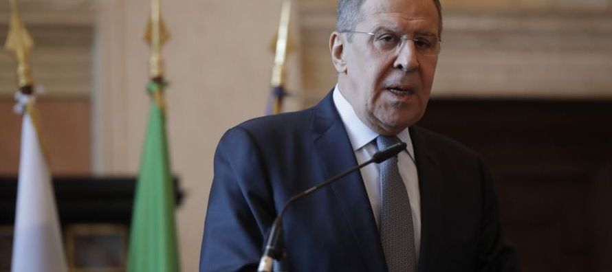 """En la reunión, Lavrov """"pidió que se renueve el trabajo responsable para resolver..."""