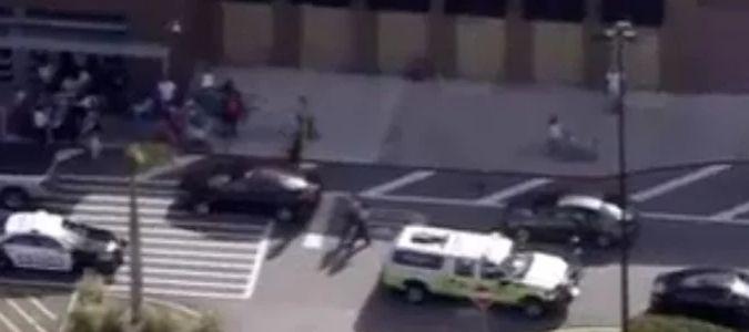 La alcaldesa de Aztec, Sally Burbride, confirmó a la cadena CNN que el atacante había...