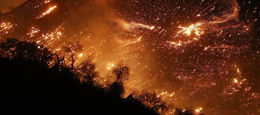 """Tal es el peligro que las autoridades de California declararon la """"alerta morada"""" este..."""