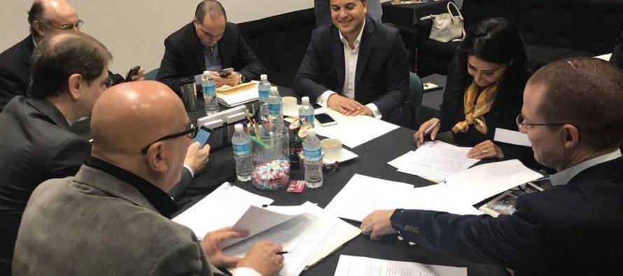 Una coalición de partidos de derecha e izquierda en México presentó el viernes...