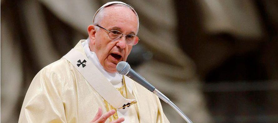 El papa Francisco hizo hoy un llamamiento a la comunidad internacional para que trabaje...