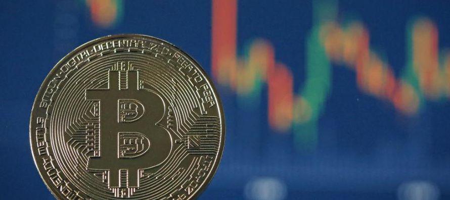 Los grandes inversores ya pueden apostar al alza o a la baja con el precio del bitcoin. Los...