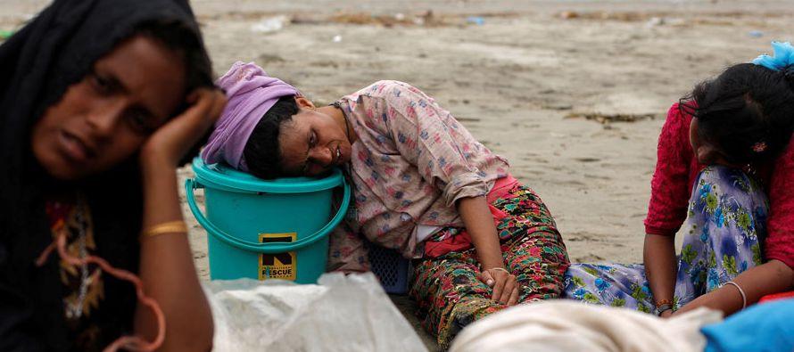 Suu Kyi, que pasó unos 15 años de arresto domiciliario durante la dictadura y...