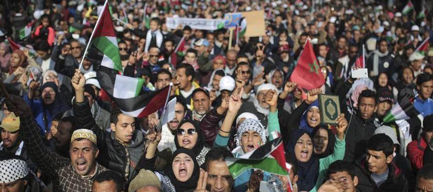 La manifestación comenzó hacia el mediodía en las proximidades de la principal...