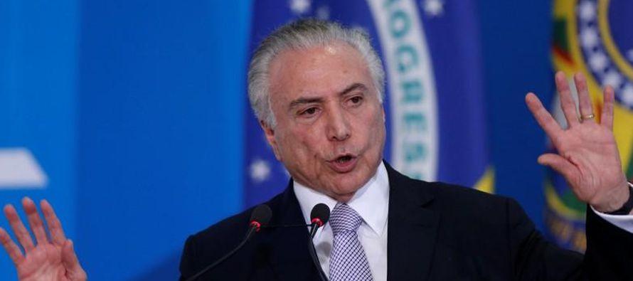 La decisión del PSDB de instruir a sus 46 congresistas para que respalden el cambio a las...