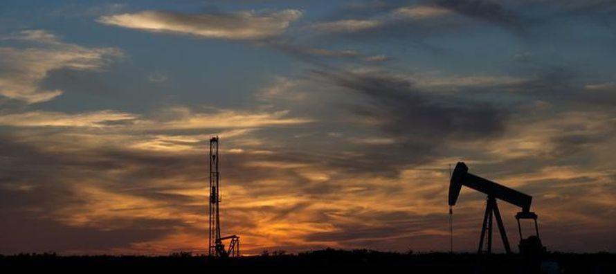 El mercado global de petróleo probablemente muestre un superávit en la primera mitad...