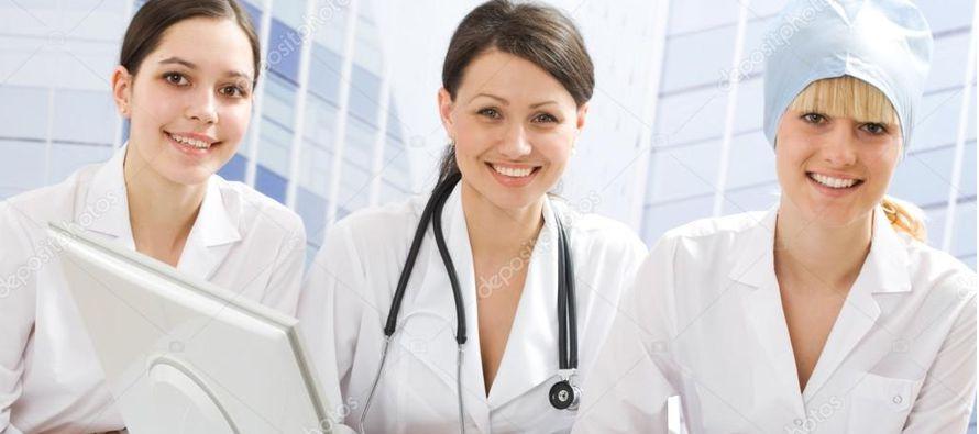 Hay más probabilidades de que las médicas restrinjan su actividad profesional para...