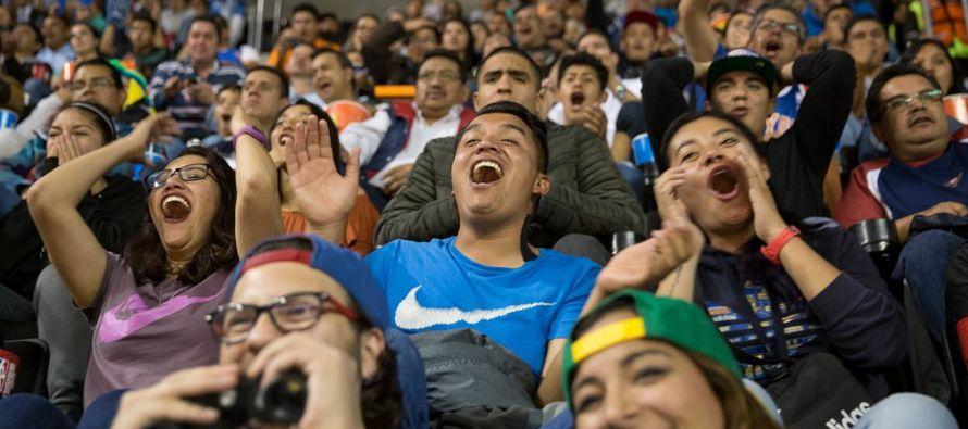 Nájera, un exjugador mexicano de la NBA, estaba sentado en la Arena Ciudad de México...