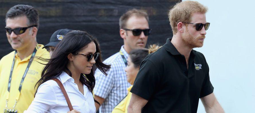El príncipe Enrique de Inglaterra y su novia estadounidense, Meghan Markle, se...