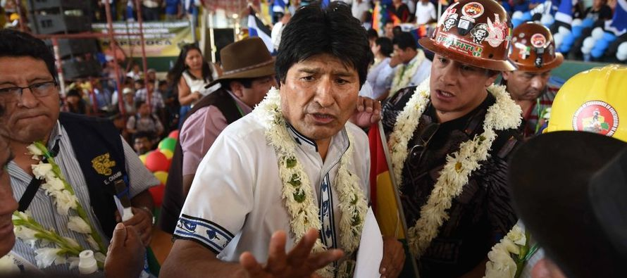 El presidente de Bolivia, Evo Morales, recibió hoy un multitudinario respaldo de sus...