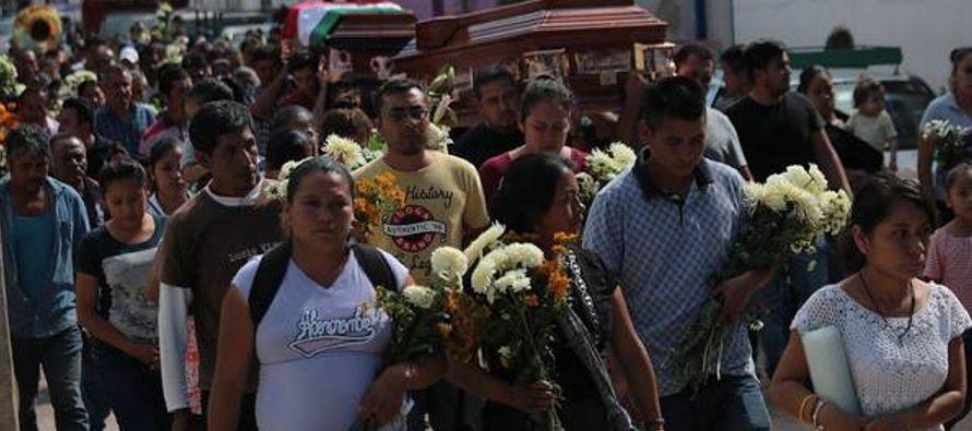 Tras enviar unos 5,000 elementos al estado sureño de Michoacán, donde nació,...