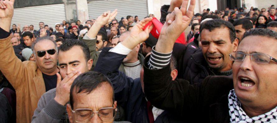 Apenas un mes después, y acosado por las protestas, el dictador Zinedin el Abedin Ben...