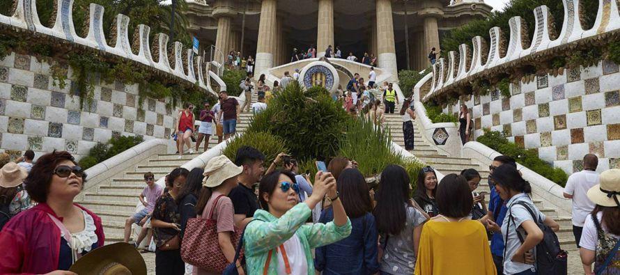 El turismo suele ser objeto de deseo para la economía local. Pero en algunos destinos, la...