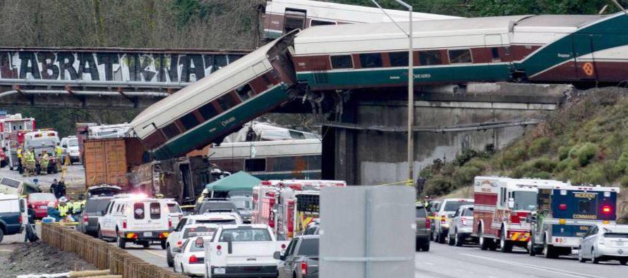 Más de 70 personas fueron trasladadas a hospitales como consecuencia del accidente, entre...