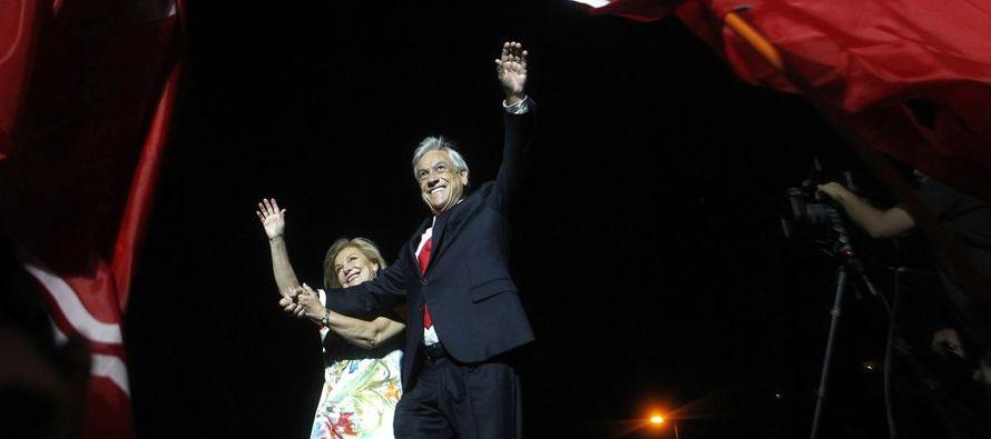 """""""¡Chile se salvó!"""", gritaron los partidarios de Piñera reunidos..."""