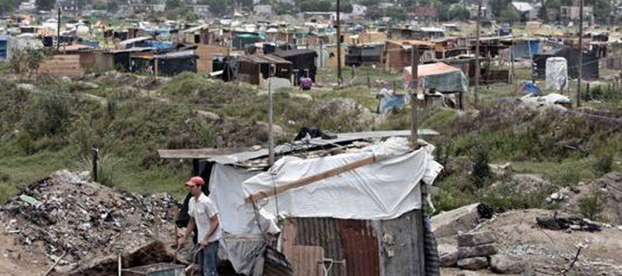 Los niveles de pobreza y de indigencia aumentaron en Latinoamérica después de...