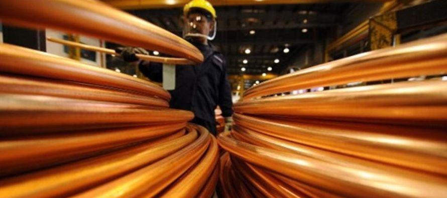 La producción mundial de cobre refinado en septiembre fue de 1,98 millones de toneladas,...