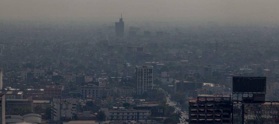 La contaminación está ahogando al valle de la Ciudad de México. Con un...