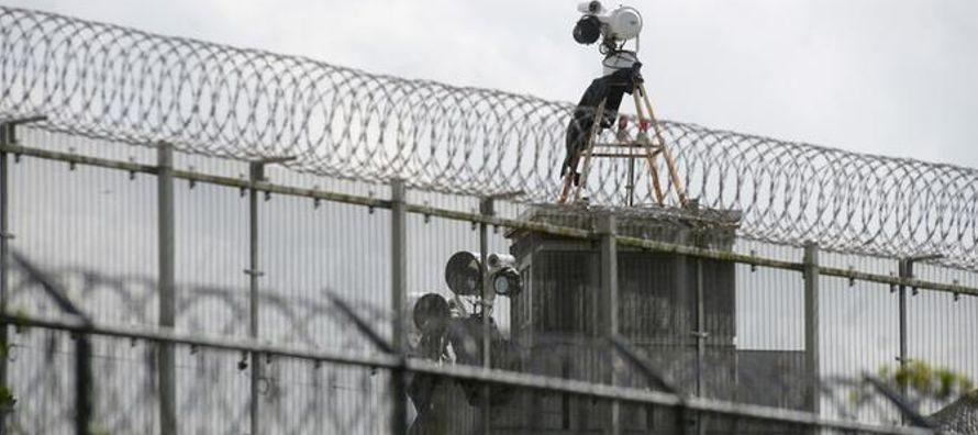 El número de personas encarceladas cayó un 19.8 por ciento desde el récord de...