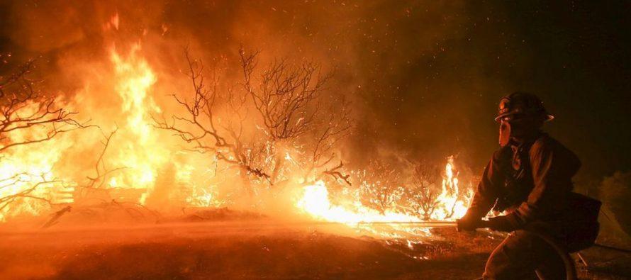 El incendio Thomas, que hasta la fecha ha arrasado 110.641 hectáreas en el sur de California...