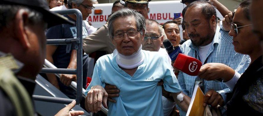 lberto Fujimori, el expresidente peruano encarcelado por violaciones contra los derechos humanos,...