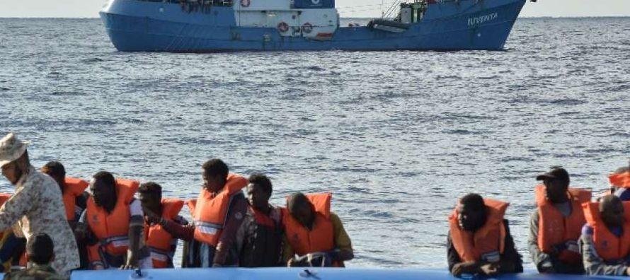 Dos de las embarcaciones fueron socorridas por buques del dispositivo europeo de Eunavfor Med y la...