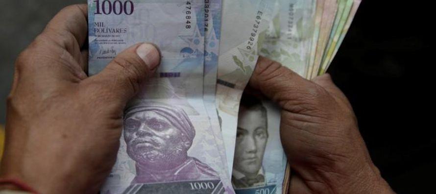 En un país con control cambiario que limita el acceso a dólares, una inflación...