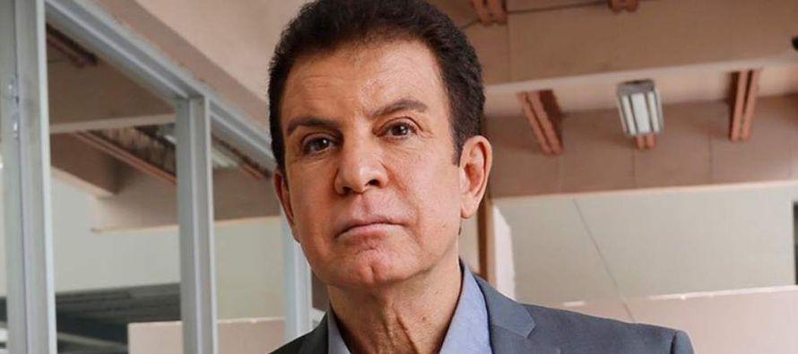 Dijo tener el apoyo del 90 % de los 8,7 millones de hondureños, contra el 10 % que apoya a...