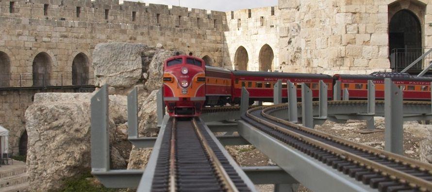 La futura estación ferroviaria, que las autoridades israelíes construirán en...
