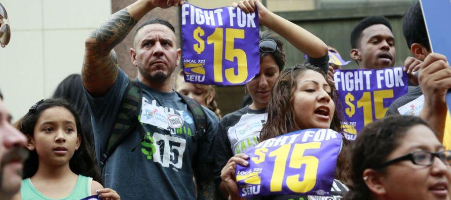 A partir del 1 de enero, el salario mínimo en California aumentará de 10,50 a 11...