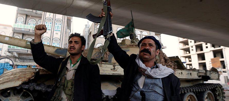 Las tropas de Hadi reciben el apoyo de la coalición militar liderada por Arabia Saudí...