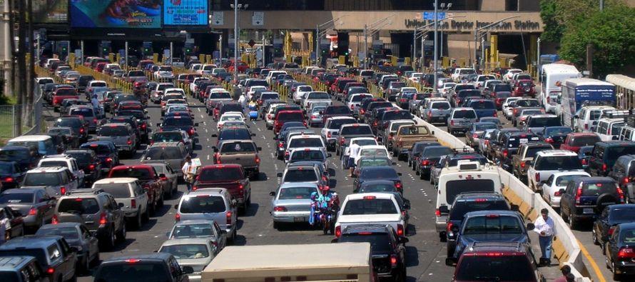 """CBP enfatizó que """"nadie ha sido rechazado"""" en los puertos de entrada y que los..."""