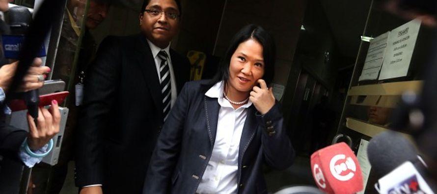 Antes de su comparecencia, a la líder del partido fujimorista se la vio tomarse...