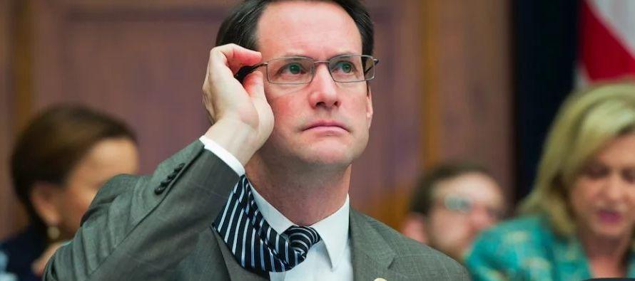 Las declaraciones de Himes se suman a las del senador demócrata Mark Warner, quien...