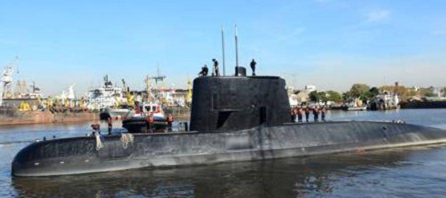 El subjefe de la Armada de Argentina, Francisco Medrano, recibió hoy a varias familias de...