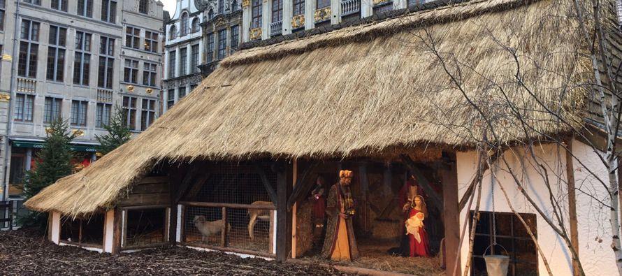 La Grand Place atrae a gran número de visitantes estos días con motivo del...