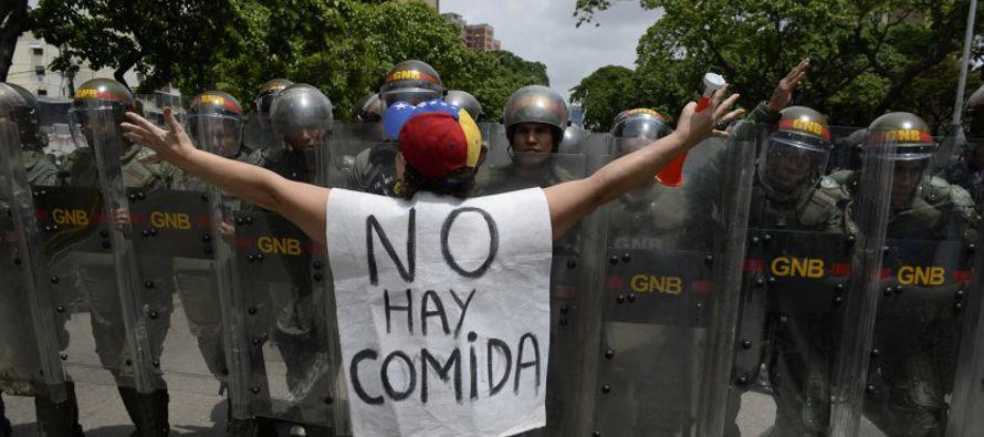 Por su parte, la exdiputada y dirigente opositora, María Corina Machado, dijo en Twitter que...