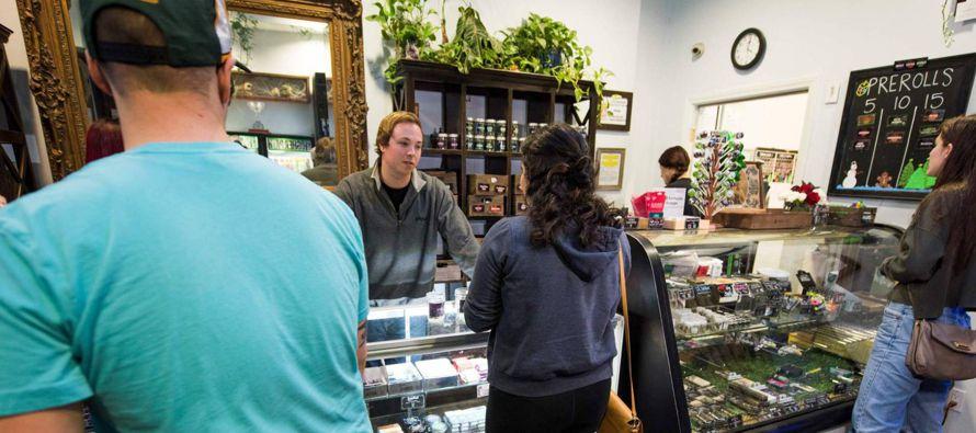 California aprobó en referéndum la legalización de la marihuana recreativa en...