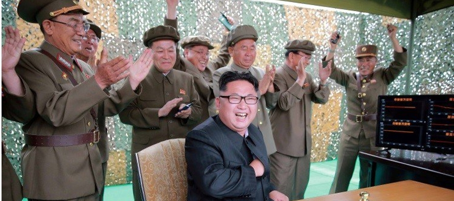 """Corea del Norte insistió hoy en que continuará desarrollando """"sin ningún..."""